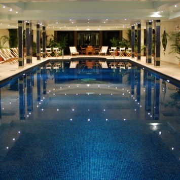best-family-friendly-hotels-with-pool-UK