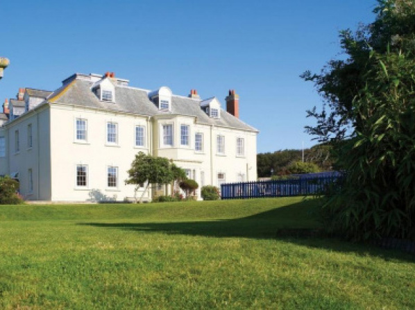 Family friendly hotels with swimming pool in the uk - Hotels in weymouth with swimming pool ...