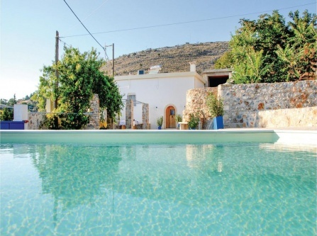 Two-Bedroom Holiday Home in Malaxa, Chania