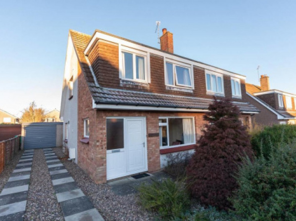 Cosy Family Home with garden in St Andrews